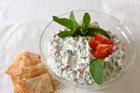 yogurtlu yaz salatasi tarifi