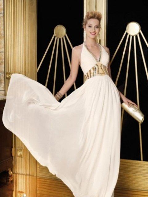 beyaz V yaka dekolteli gece elbisesi