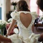 beyaz-sirt-dekolteli-elbise