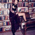 kadife-dantel-karisimi-gotik-elbise