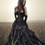 siyah-gotik-elbise-modelleri