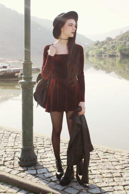 bordo-kadife-elbise-modeli