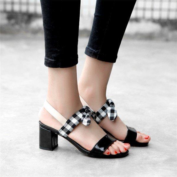 kare topuk sandalet modeli
